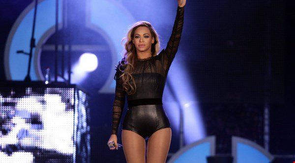 Fans getting their hopes up as Beyonce is rumoured to be performing at the VMAs