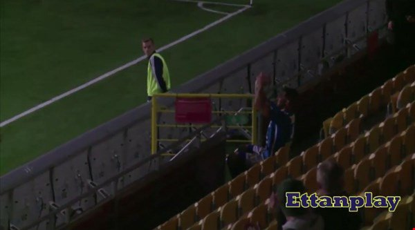WATCH: Defender completes his hat-trick, applauds himself and gets sent off