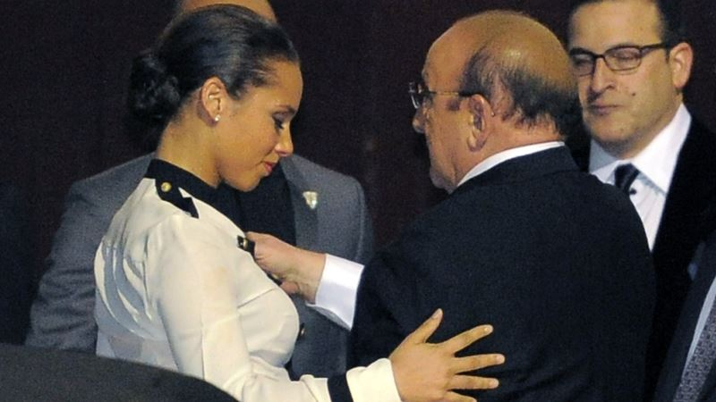 Alicia Keys to Pay Tribute to Clive Davis During Black Ball