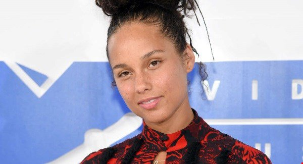 Alicia Keys didn't wear makeup to the VMAs and some people couldn't cope