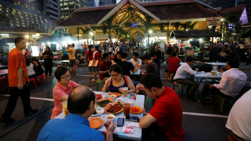 Succession and Standards Worry Singapore Hawkers