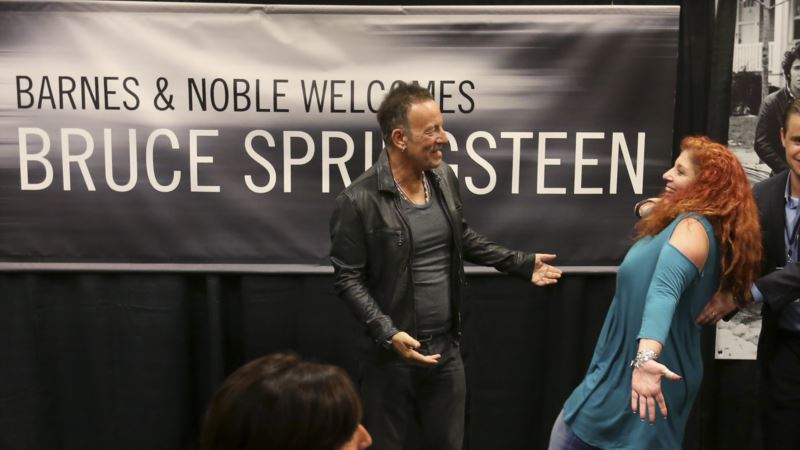 Springsteen Greets Fans in New York for Book Signing