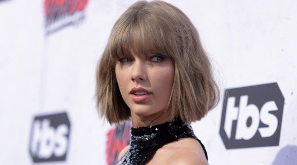 Taylor Swift dances along to Calvin Harris song This Is What You Came For