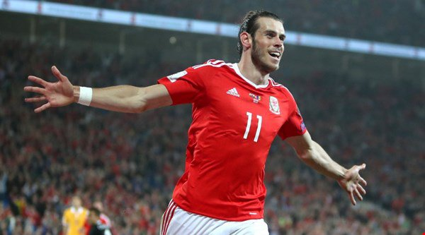Gareth Bale set up a goal and scored twice himself against Moldova and so the Twitter love-in began