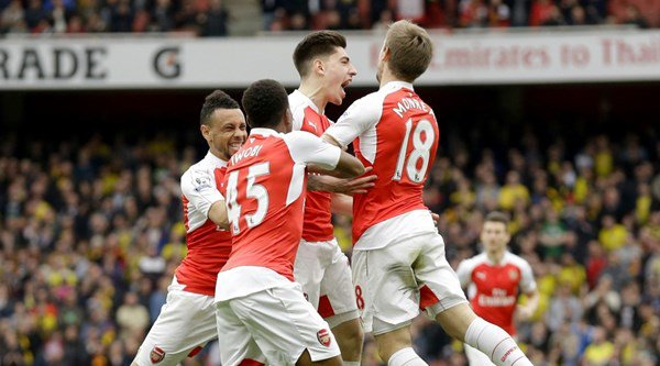 Hector Bellerin delights Arsenal fans on Facebook with Robin van Persie jibe