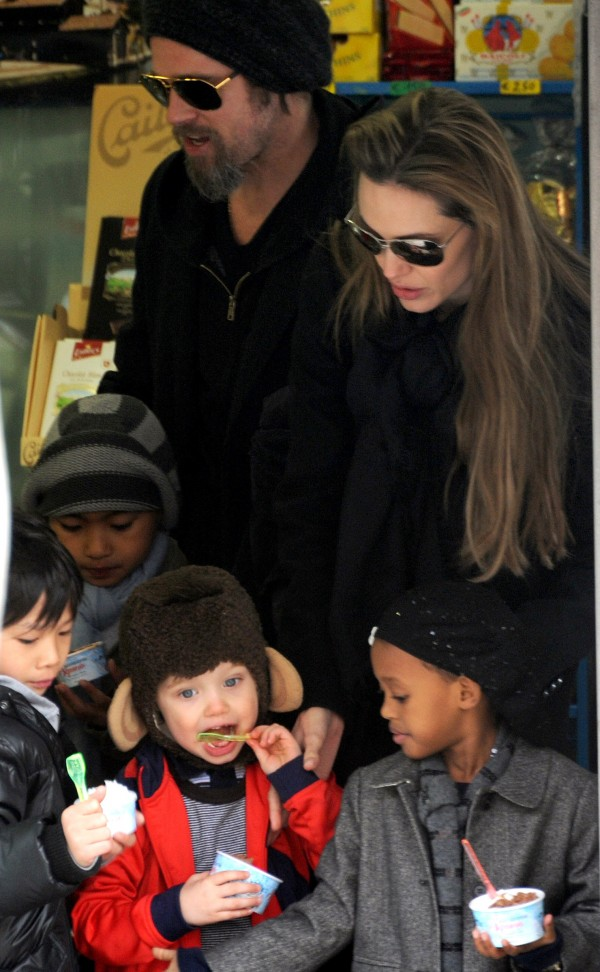 Actors Angelina Jolie and Brad Pitt with children Zahara, Shiloh Nouvel, Pax and Maddox in 2010