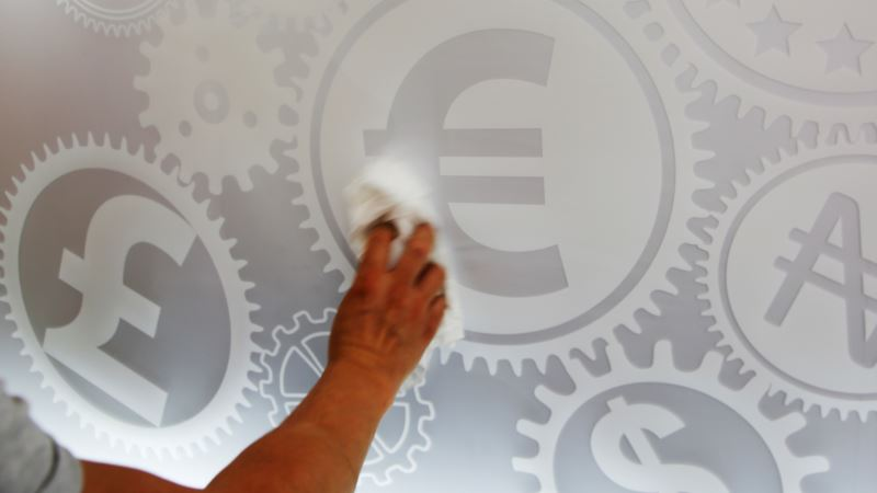Shore Up Euro Before It's Too Late, Experts Warn