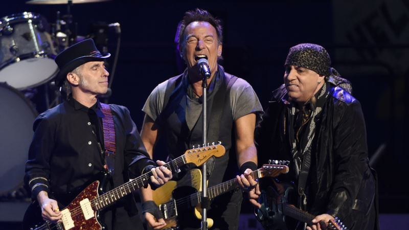 Springsteen Resets Mark for His Longest US Show