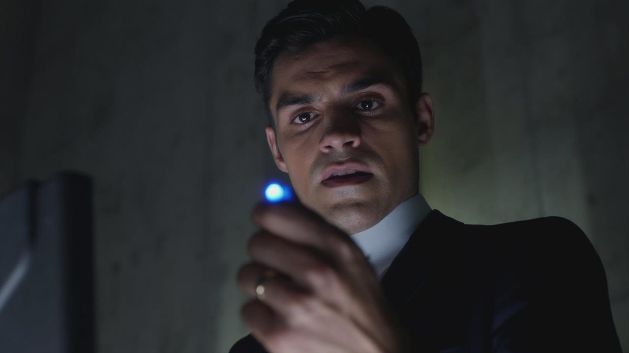 Incorporated trailer-  Ben Affleck and Matt Damon have a sci-fi show