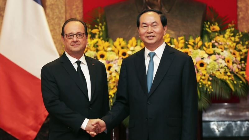 Wine Kerfuffle Stains Vietnamese Banquet for French President
