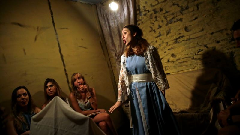 Nose-to-nose With the Actors: Spain's Micro-theater has Global Appeal