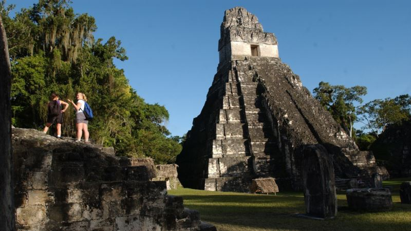 Archaeologists Find Pre-Columbian Tombs in Guatemala