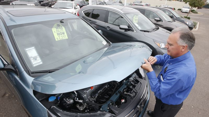 US Consumer Spending Flat in August as Auto Purchases Drop