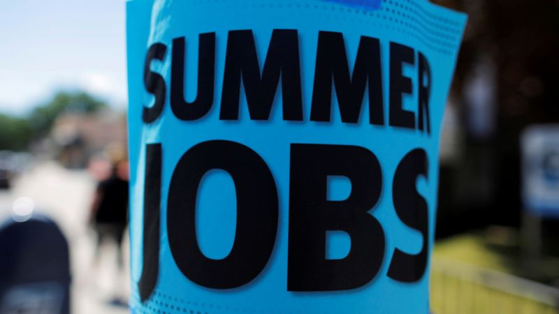 US Job Gains Moderate in August, Unemployment Steady