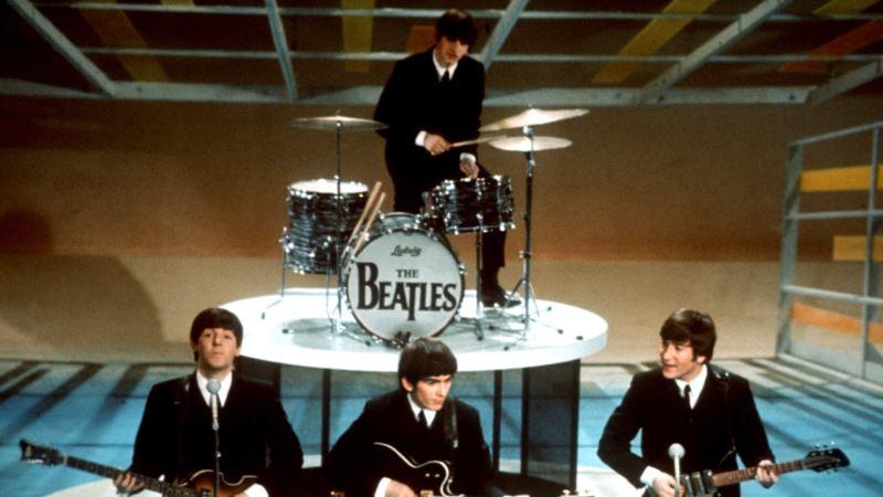 McCartney, Starr Reunite on Blue Carpet for Beatles Documentary
