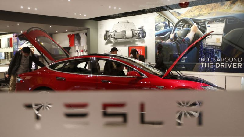 Tesla Investigates Fatal Crash in China