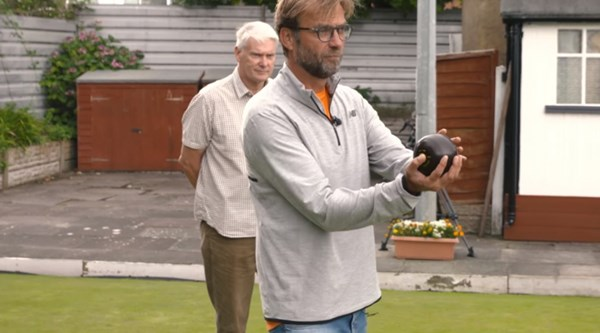 Jurgen Klopp playing bowls proves he's the friendliest manager in the Premier League