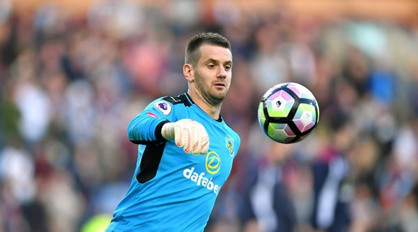 Burnley's Tom Heaton earns comparisons with Gordon Banks after wonder-save against Southampton