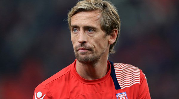 Fans really, really love Peter Crouch's cheeky offer to recreate Cristiano Ronaldo's shirtless pose