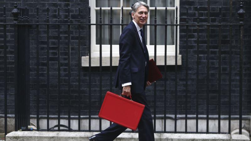 UK Treasury Chief Warns of Turbulence Amid Brexit Talks