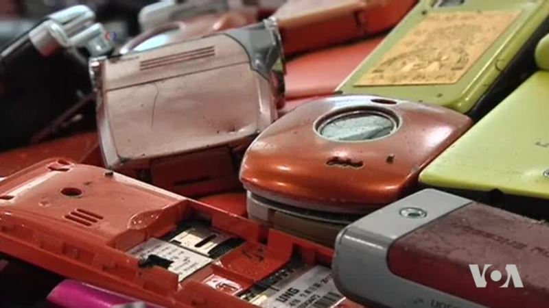 Extracting Gold From Used Cell Phones