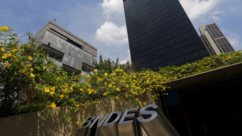 Brazil's BNDES Halts Overseas Disbursements Amid Graft Probe