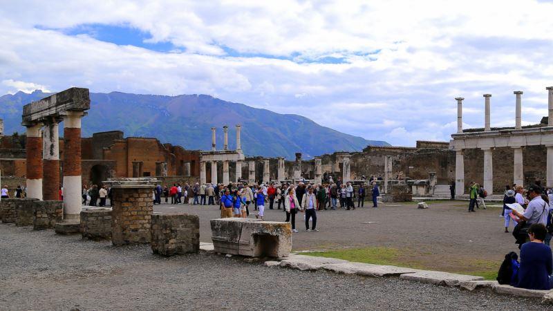 Digital Archaeology Walks Viewers Through Pompeii