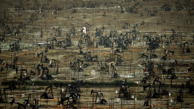 Oil Prices Waver, Rise in Turbulent and Complex Market