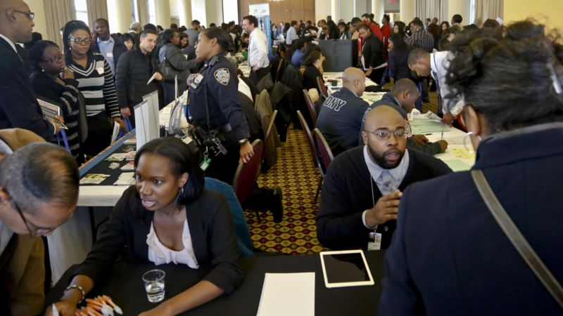 US Job Gains Lower Unemployment to 4.9%