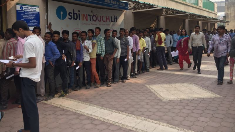 Millions Scramble to Swap Scrapped Indian Currency