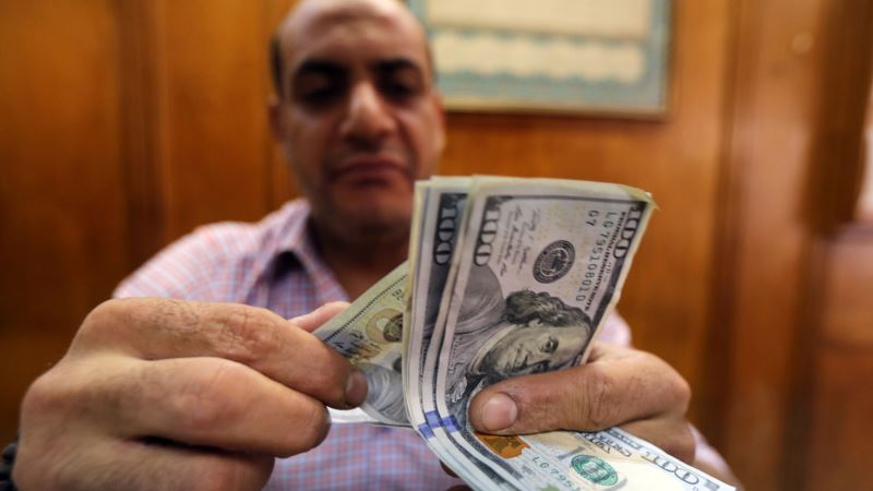 As Egypt Floats Its Pound, Dollar Seekers Confused