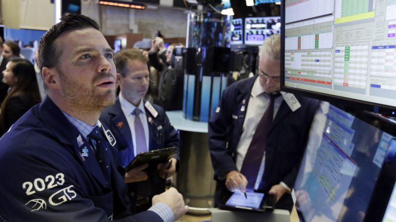 Stocks Rally After FBI Says Nothing to Prosecute in Clinton Emails