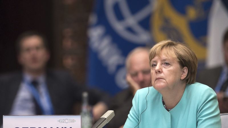 Merkel Upset With Trump's Plan to Rip Up Pacific Trade Deal