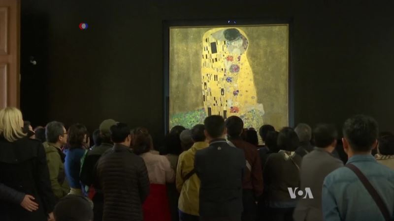 3D Technology Lets Blind Museum-goers Experience 'The Kiss'