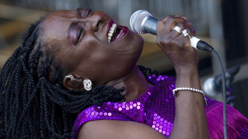 Soul-revival Singing Powerhouse Sharon Jones Dies at 60