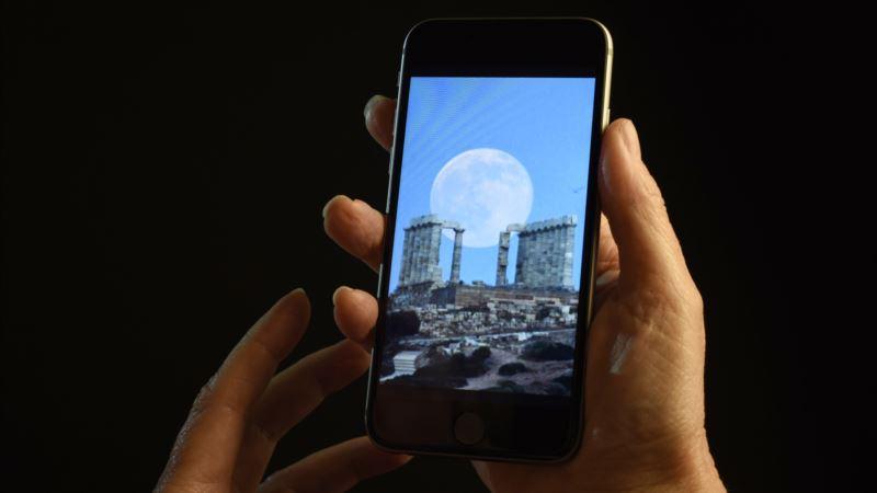 Studies: Bedtime Smartphone Use May Lead to Poor Sleep