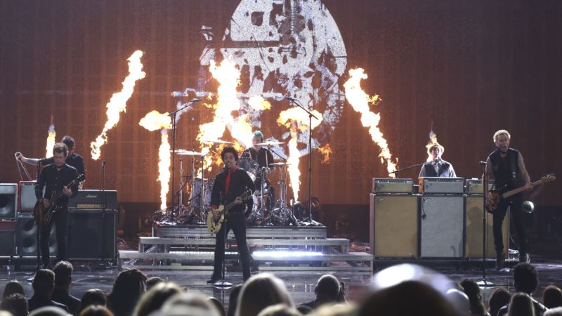 Green Day Launches Attack on Trump at American Music Awards