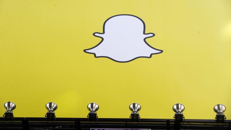 Snapchat Unveils Cartoonish Machine to Sell Video Glasses