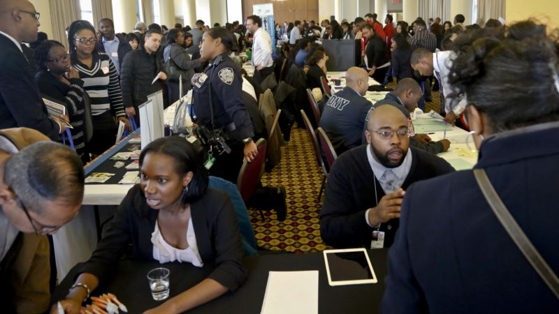 US Jobless Claims Fall in Sign Labor Market Is Near Full Strength