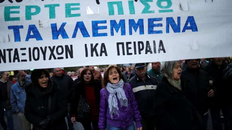 Creditors Angry After Greek Lawmakers Approve Pension Bonus