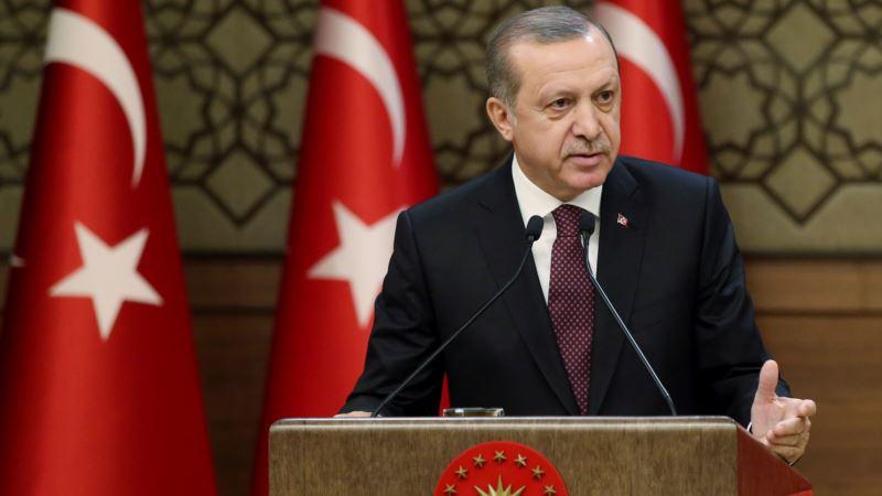 Erdogan Calls for Protection of Turkish Lira During Crisis