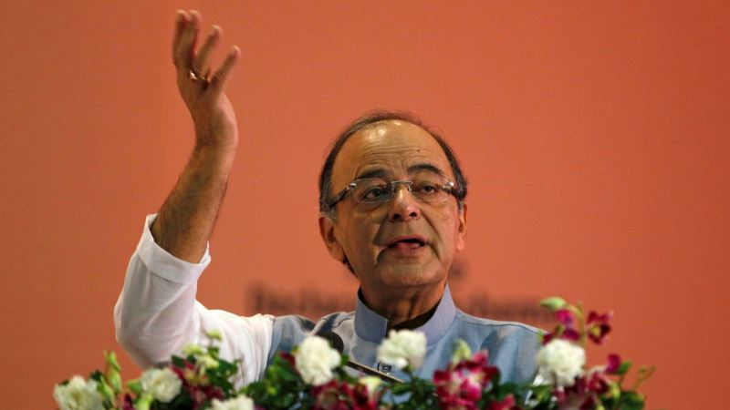 Arun Jaitley: India to Offer Tax Benefit to Promote Cashless Economy
