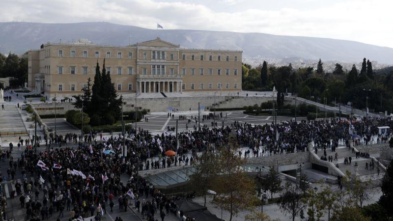 Prime Minister Gives Poor Greeks Christmas Bonus Amid Strike