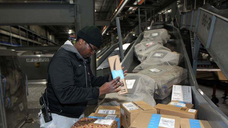US Economy Grew at Strong 3.5 pct. Annual Rate Last Quarter