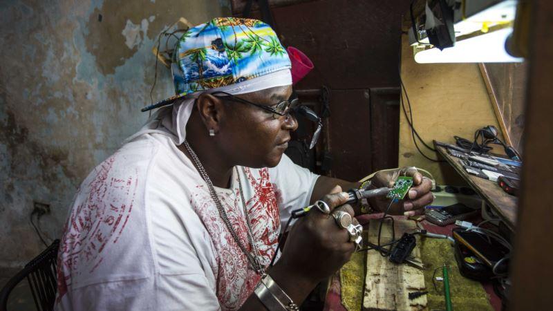 Cuba says Economy Shrank This Year in Tandem with Venezuela Crisis