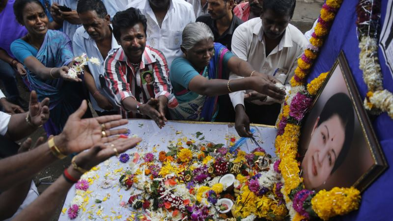 Thousands Mourn Popular Indian Politician, Actress