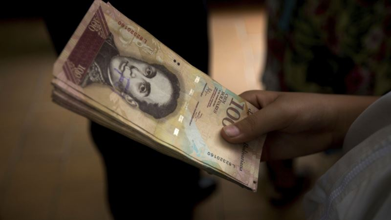 Venezuela Again Delays Withdrawal of 100-bolivar Notes
