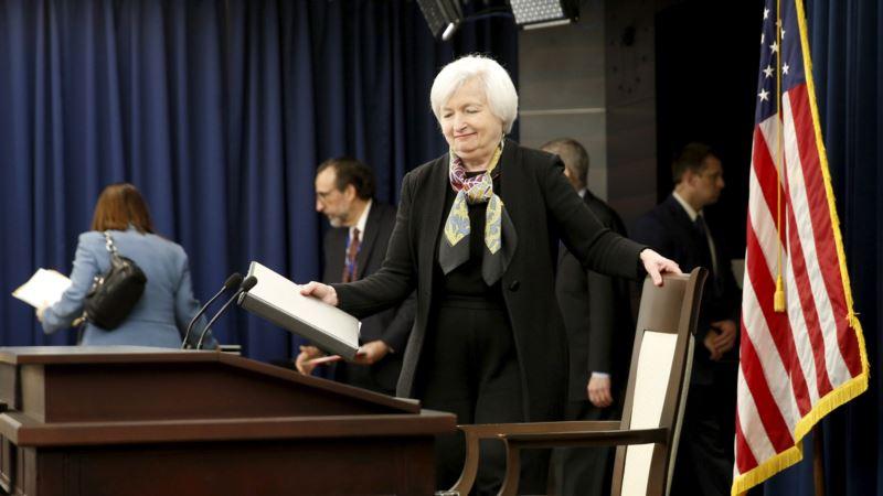 Economists Predict Small US Interest Rate Climb