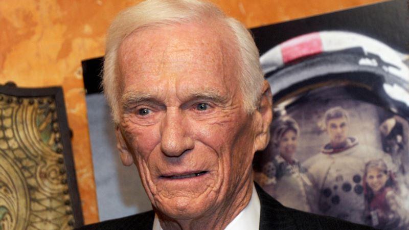 US Astronaut Gene Cernan, the Last Man to Walk on the Moon, Dies at 82