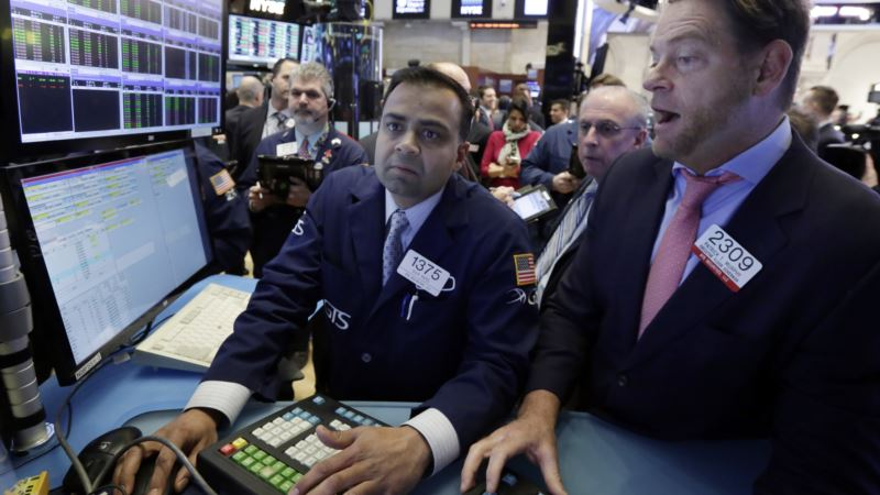 Dow Trades Above 20,000 for First Time